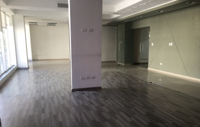 Oficina en Alquiler en Piantini en el Segundo Nivel de 112m2
