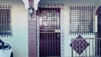 SE ALQUILA CASA EN EL CENTRO DE LACHORRERA