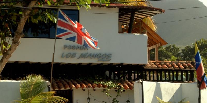 LOS MANGOS, ubicada a orillas de la playa El Cardon muy cerca del Hotel Ikin, Parque el Agua y Complejo hotelero SUNSOL excelente oportunidad.