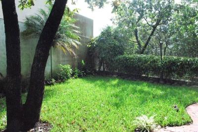 Casa zona 15, 4 dormitorios – $1800