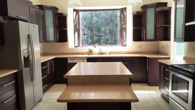 Casa en renta, zona 10 – Q15,000