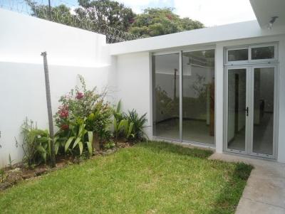 Casa residencial en RENTA en zona 14!