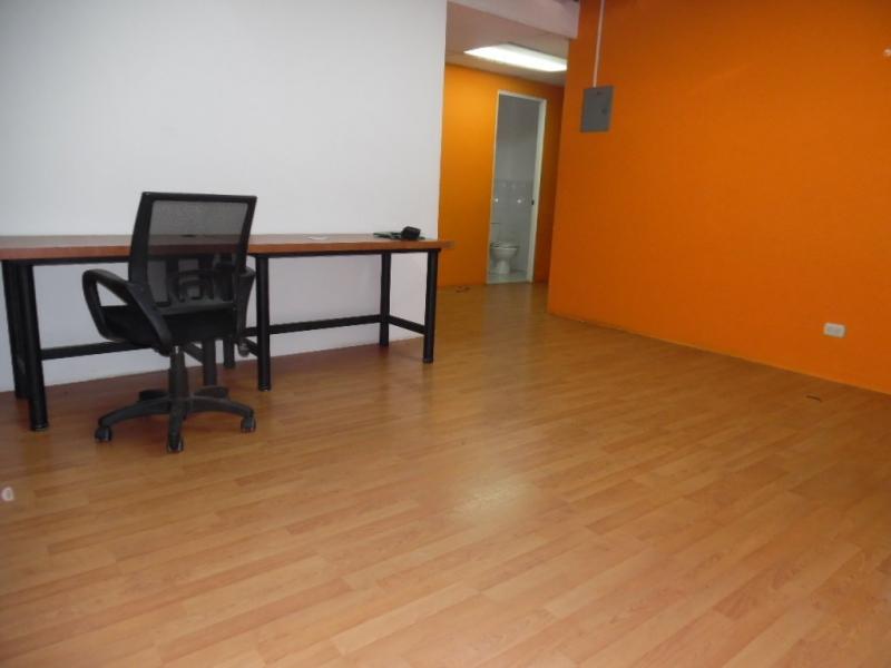 MUNDO INMOBILIARIO RENTA OFICINA EN LA ZONA 10, CERCA DEL CENTRO MEDICO