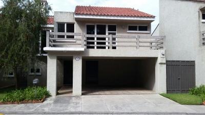 Casa en Alquiler en Villas del Campo