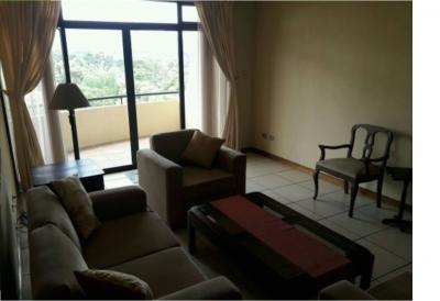 ¡Ubicación excelente! Alquiler de apartamento amueblado y equipado en zona 14, edificio TORRESOL.