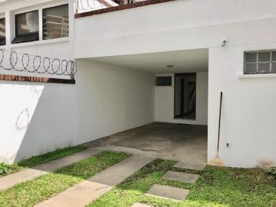 Alquilo o vendo casa zona 14 cerca de Las Americas, fuera de garita solo vivienda