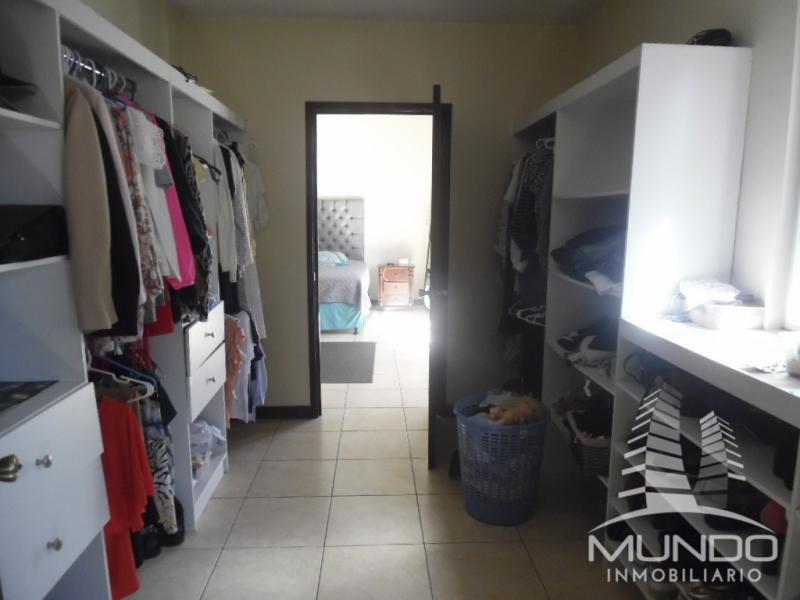 MUNDO INMOBILIARIO VENDE AMPLIA CASA DENTRO DE CONDOMINIO, ZONA 16