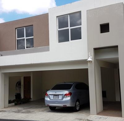 Vendo casa Remodelada en condominio zona 16