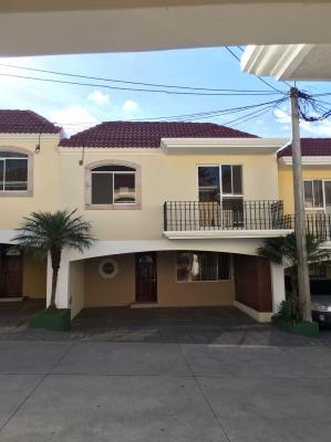 Amplia casa en alquiler / zona 16 dentro de condominio