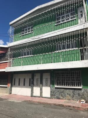 Casa grande de 4 niveles ubicada Centro Histórico, zona 1
