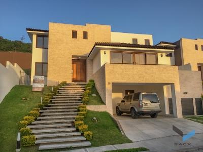 Exclusiva Casa en Venta en Lomas de San Isidro