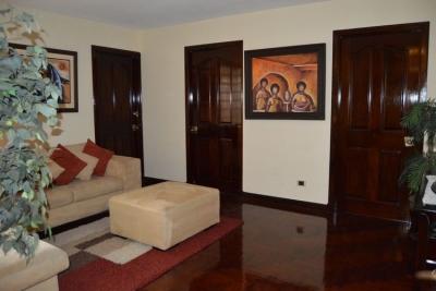 Apartamento en renta de 2 habitaciones zona 14