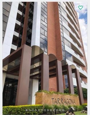Apartamento nivel alto, Tarragona, zona 15, VHI, 2 habitaciones, 2 baños, 2 parqueos