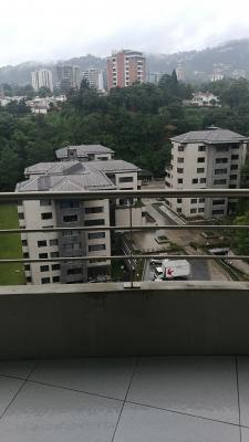 Apartamento en Renta Zona 10 de 2 Habitaciones Nivel Alto