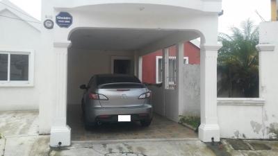 Renta de casa en zona 18