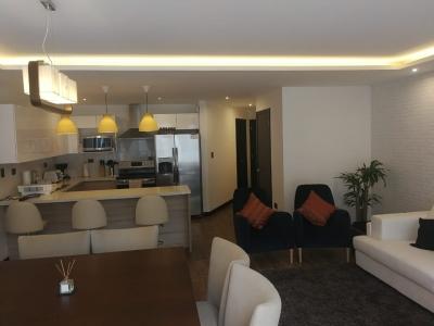 Apartamento, 3 habitaciones, 3.5 baños, jardín, cuarto de servicio