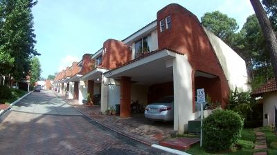 Casa en Venta en zona 16, excelente ubicación en condominio de 230 m2 y 2 niveles