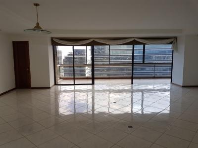Moderno apartamento en renta, Zona 10