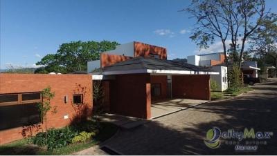 Vendo Casa Zona 16 en Jardines de San Isidro