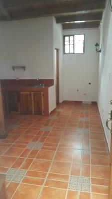 Alquilo apartamento tipo estudio en zona 16, para persona sola