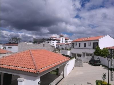 Se renta hermosa y amplia casa en Las Ramblas de Cayalá, Zona 16