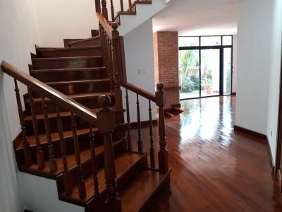 Preciosa  casa se alquila en La Cañada. Muy amplia y luminosa. 100% seguridad.