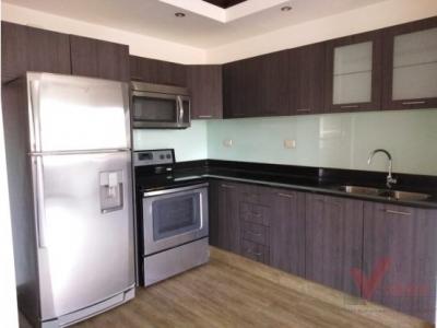 Renta - Alquiler Apartamento / 3 Habitaciones / $900