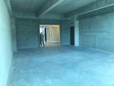 Alquiler de oficina en edificio Insigne lista para estrenar zona 15