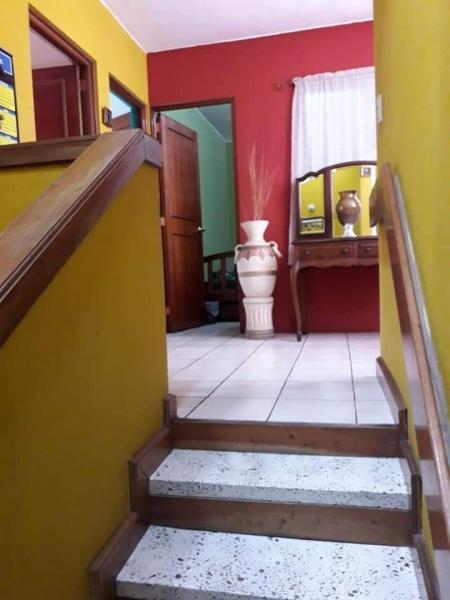 Bella Casa de 2 niveles