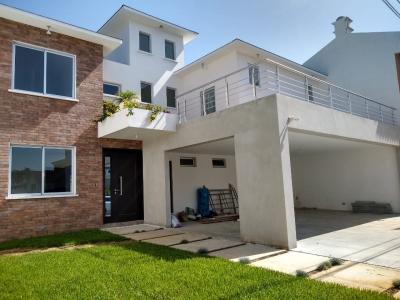 Zona 16 Casa para estrenar Jardines de San Isidro