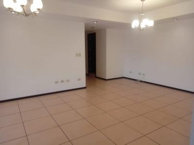Apartamento en Renta Zona 10, Por Centro Medico