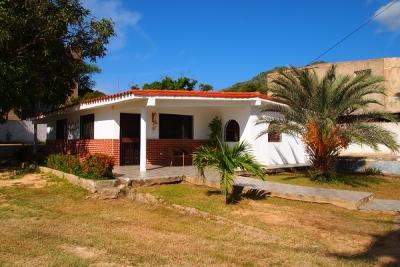 Casa con amplio terreno en el Valle, cerca de Makro