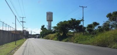 Amplio terreno ubicado en la Urbanización Industrial El Recreo, vía Flor Amarillo.