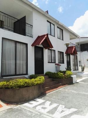 Casa 3 niveles remodelada conjunto residencial de la Av Sur