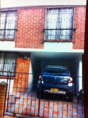 vendo casa duplex vehicular con garaje en buen barrio