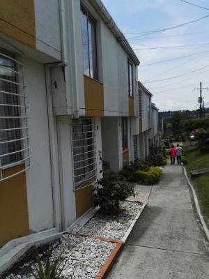 Casa duplex barata en conjunto cerrado cerca al Aeropuerto