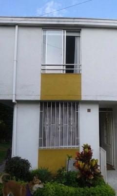 Vendo casa esquinera duplex, en conjunto cerrado cerca al Aeropuerto