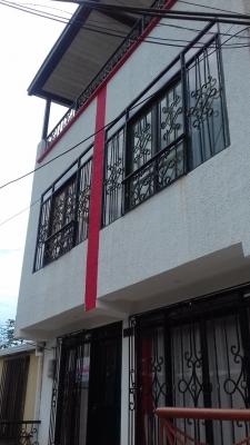 Casa 3 niveles peatonal con terraza barrio cuba
