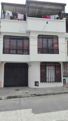 Casa 3 niveles con terraza barrio la acuarela cuba