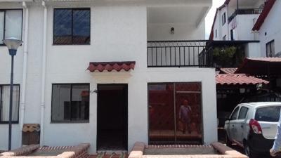 Casa 3 niveles remodelada en conjunto cerrado cerca al Aeropuerto