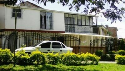 Vendo casa duplex Barrio Portal de San Joaquin Cuba