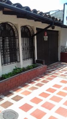 Vendo casa 1 piso amplia, cerca al Hospital Santa Monica Dosquebradas