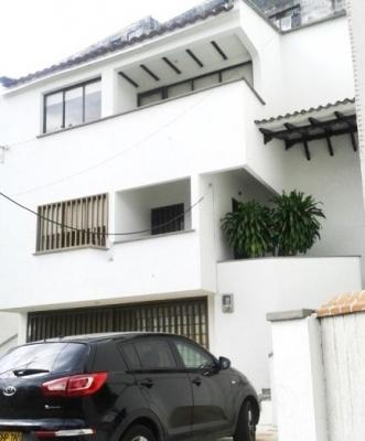 Vendo casa duplex grande excelente barrio