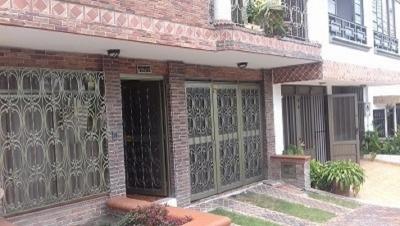 Vendo casa 3 niveles en el Barrio Corales