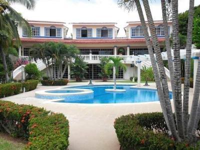 Se Vende Mansion en Coronado frente al Mar