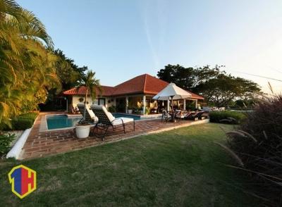 Lujosa villa en casa de campo con piscina grande
