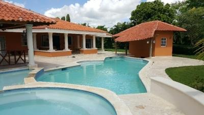 Vendo casa con piscina en Guavaberry