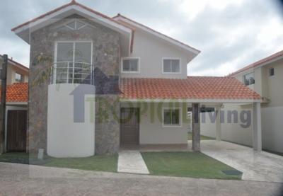 Vendo casa en Metro Country Club - Juan Dolio