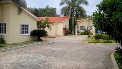 Villa en Juan Dolio, 3 habitaciones, amueblada