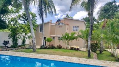 Casa con piscina Juan Dolio con 1056 m2 de solar